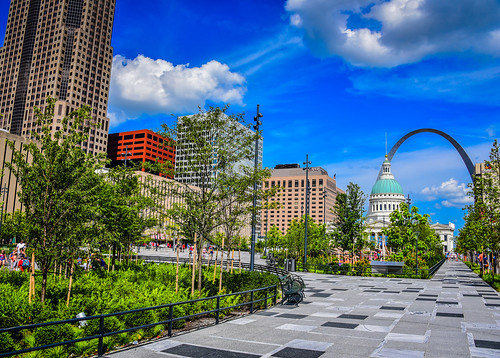 stlouis missouri unitedstates us citygarden with old courthouse gateway arch view st louis mo stl usa america parc garden park city jarden saintlouis saint