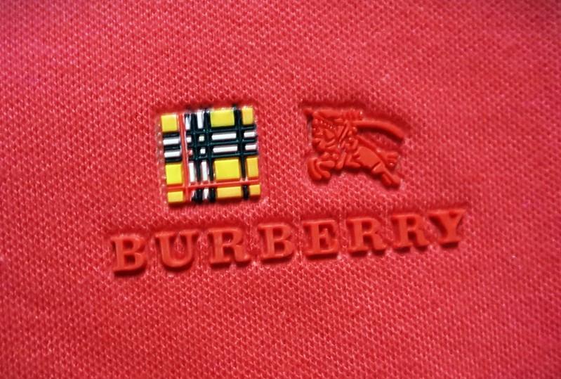 Ban-si-ao-thun-burberry-1