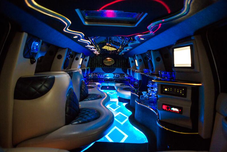 Прокат лимузинов в Молдове PrestigeLimo АКЦИЯ  50-70 евро в час > Фото из галереи `Cadillac Escalade:год выпуска 2012,длина 12m,пассажиры 24`