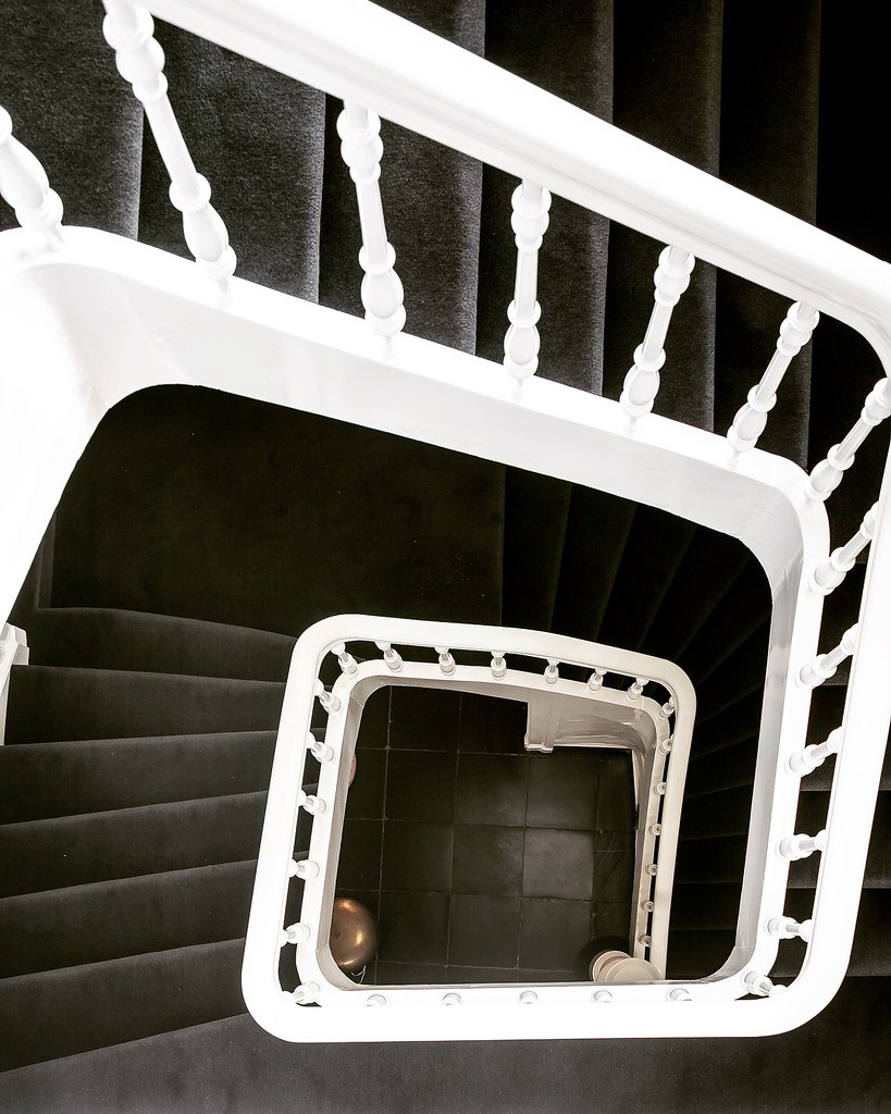 Monochrome home design in Antwerp by Brussels-based architect Nicolas Schuybroek Sundeno_16