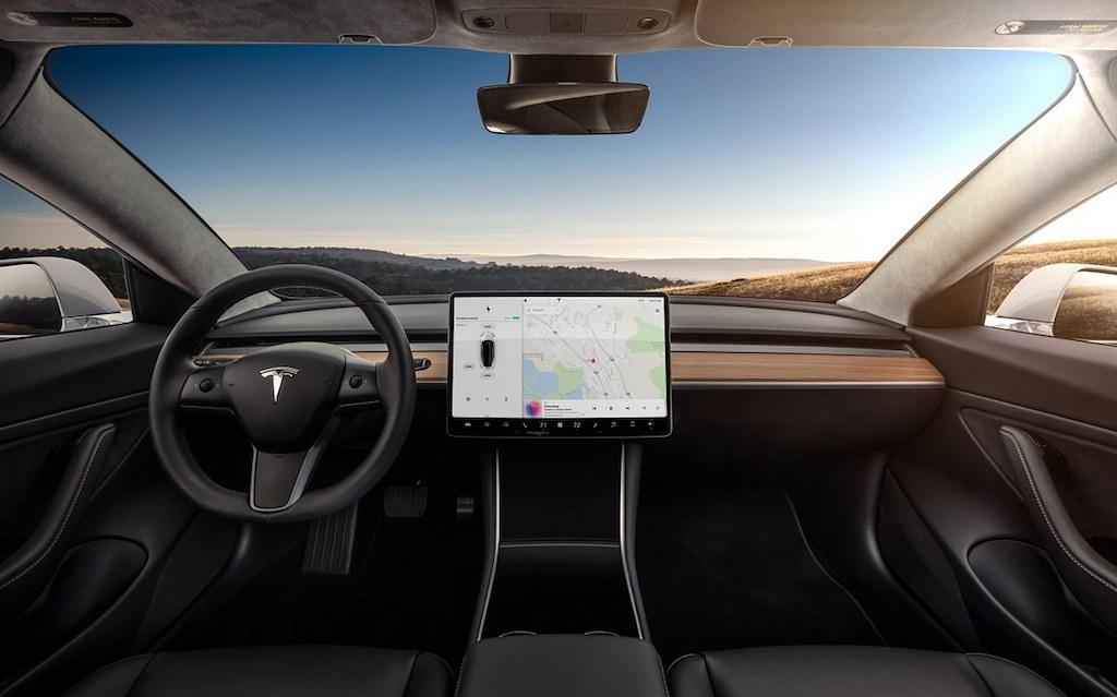 Tesla-Model-3-dash-cluster-interior