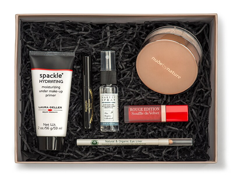 Universal_Makeup_Beauty_Box_Powered_by_Feelunique_1_1499179674