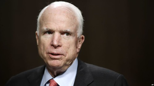 """McCain: the administration of the tramp """"plays into the hands of"""" Putin"""