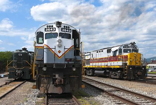 delawarelackawanna scrantonpa alco c425 dl2452 mlw m636 rs3 reading dl3643 train railfan railroad