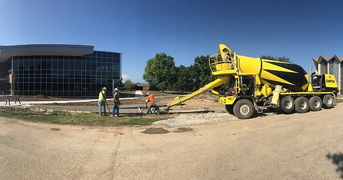 Installing new ADA-compliant sidewalks outside the Center for the Sciences: Chemistry and Biochemistry! #GoValpo