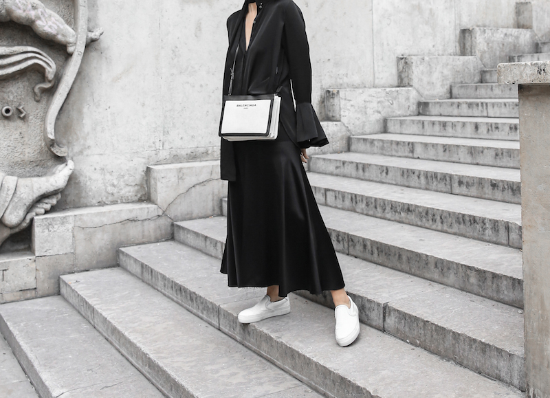 balenciaga canvas pouchette bag paris all black street style sneakers celine sunglasses palais de tokyo minimal fashion blogger kaity modern legacy (3 of 12)