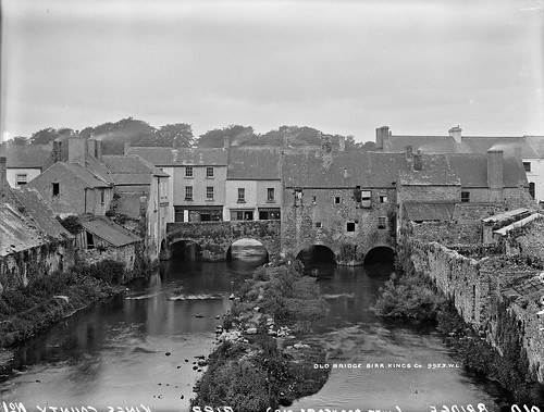 robertfrench williamlawrence lawrencecollection lawrencephotographicstudio thelawrencephotographcollection glassnegative nationallibraryofireland birr offaly oldbridge river ireland countyoffaly kingscounty bridge bridgestreet rivercamcor parsonstown manorsawmill builtonbridges