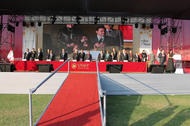 Universidad de San Martín de Porres graduó a 978 alumnos sanmartinianos