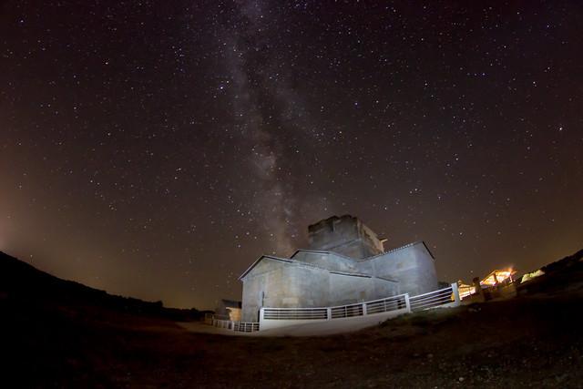 La ermita de Melque de noche.
