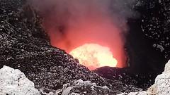 El flujo de lava viaja al menos a uno 100 kph.