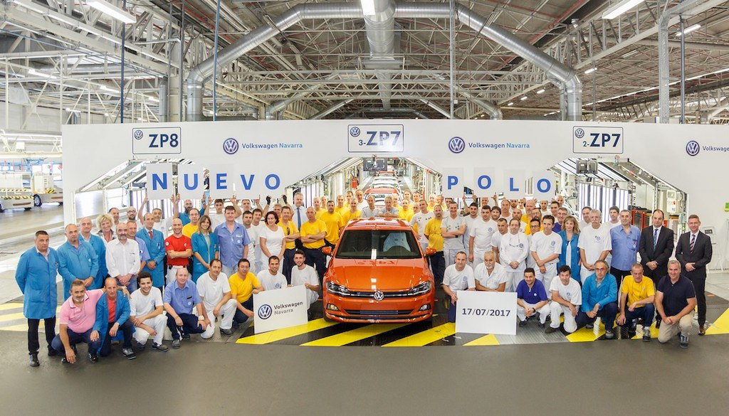 2017-VW-Polo-front-roll out