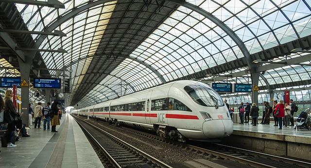 Long train , Berlin, Fujifilm X-Pro1, XF18mmF2 R