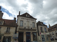 Rue de la Liberté, Semur-en-Auxois - Antiquités and Phildar