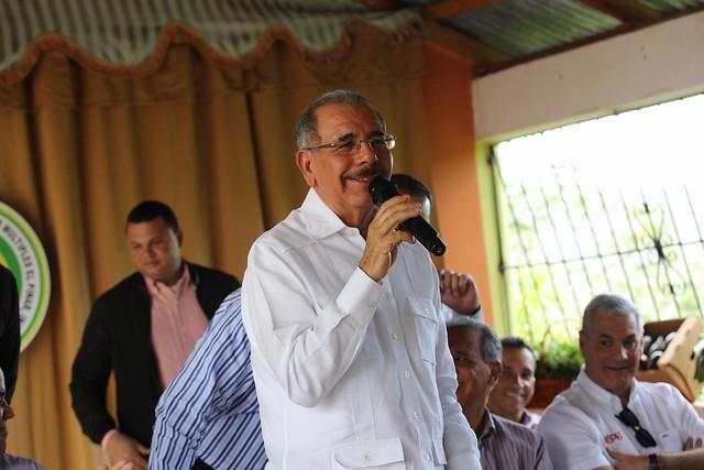 Danilo Medina lleva apoyo y alegría a productores de aguacate de El Pinar de Ocoa