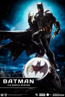 Iron Studios【蝙蝠俠 黑色蝙蝠戰衣版】Batman (Black Edition) 1/3 比例巨大場景雕像作品