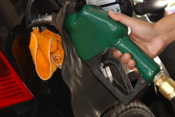 O maior aumento é o da gasolina, cuja incidência tributária salta de R$ 0,38 para R$ 0,79 por litro - Créditos: Arquivo/Agência Brasil