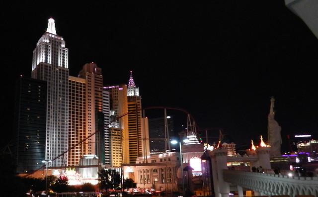 Hotel New York exterior de noche Las Vegas Nevada EEUU 07