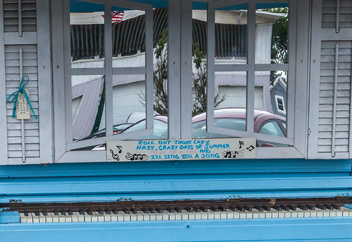 brunswick maine artwalk piano mainestreet reflection