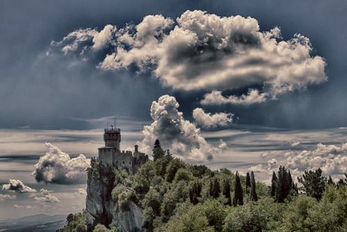 antomarto ntomarto sanmarino torre tower torreguaita guaita nuvola clouds cloud panorama landscape hdr rocca sky