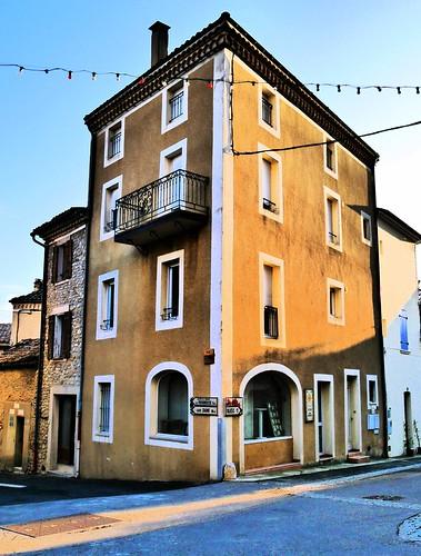 place de Vinsobres au couchant, en Drôme provençale... Reynald ARTAUD