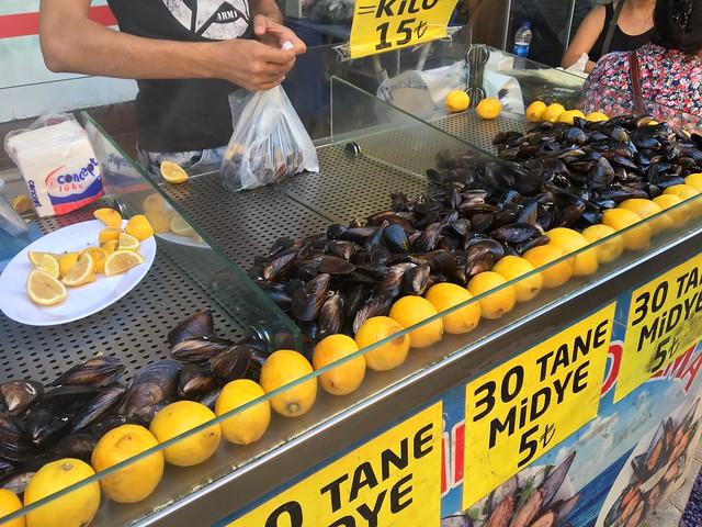 ムール貝にご飯が詰まってるミディエ・ドルマ