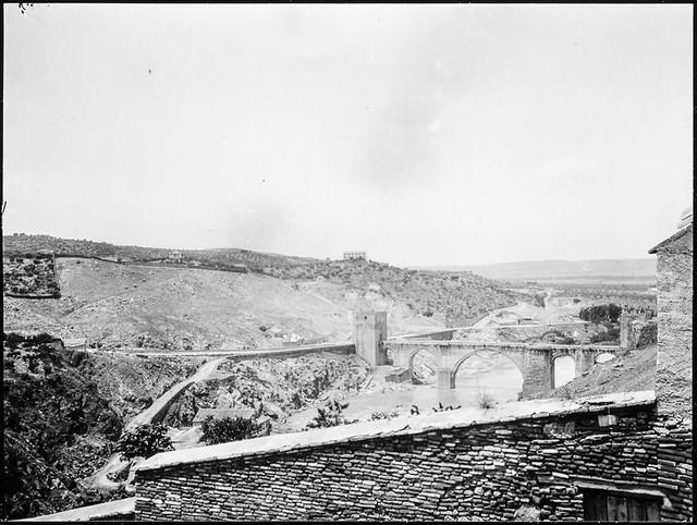 Vista del Puente de San Martín desde Roca Tarpeya hacia 1906. Fotografía de Charles Fournier © Fototeca del IPCE, MECD. Signatura MOR-010_P