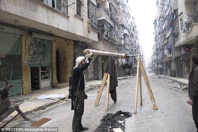 Syria-FSA-trebuchet-aleppo-c2013-dm-1