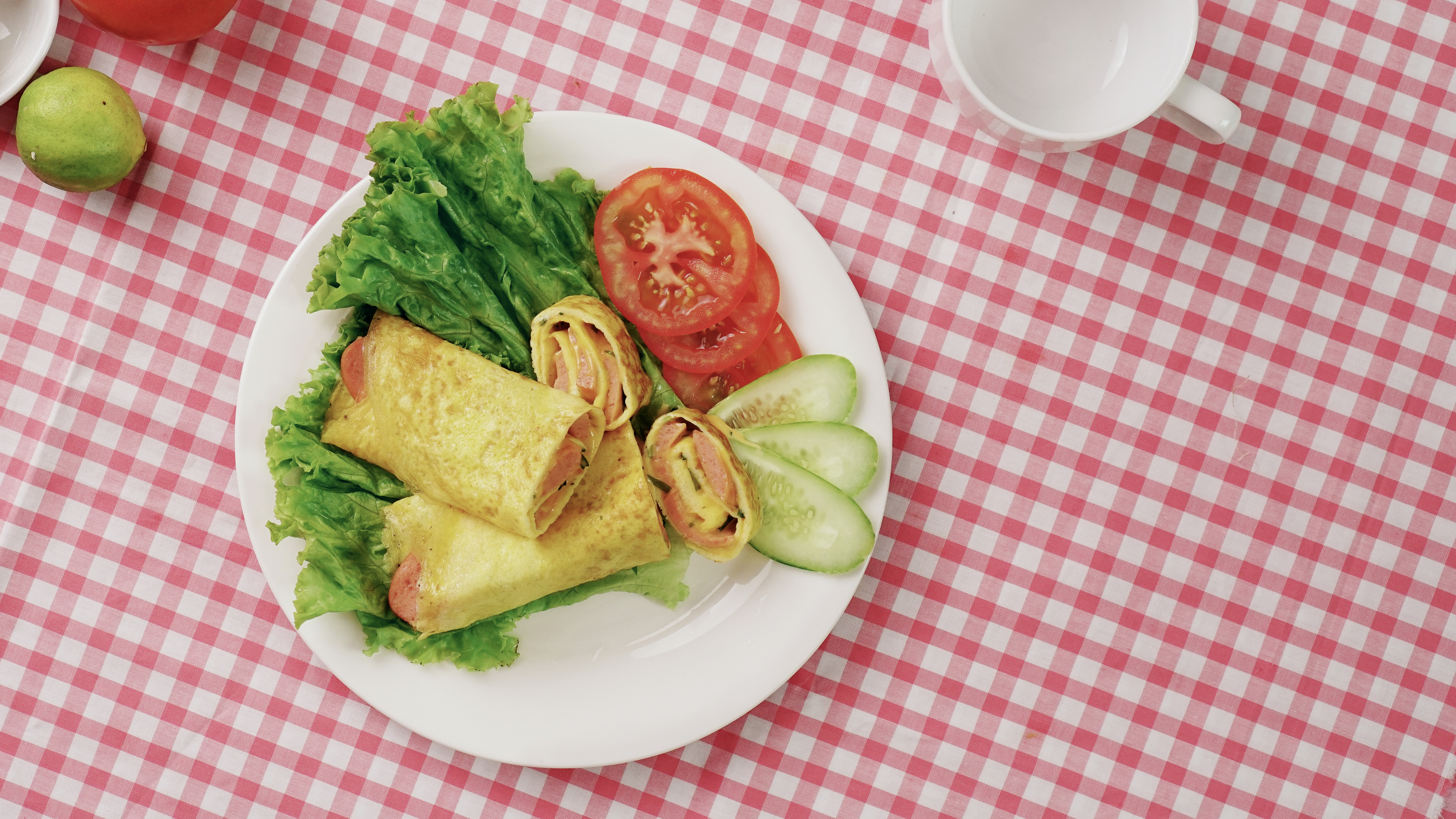 Lowcarb Breakfast with Cheese Egg Roll