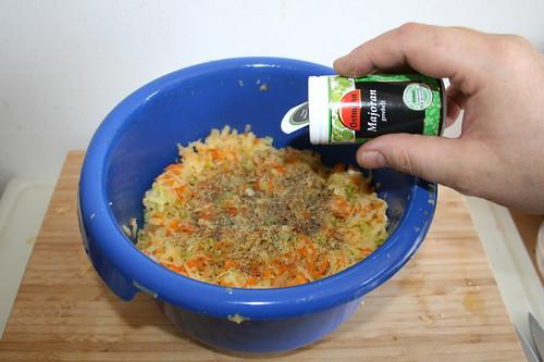 39 - Mit Salz,Pfeffer & Majoran würzen / Season with salt, pepper & majoram