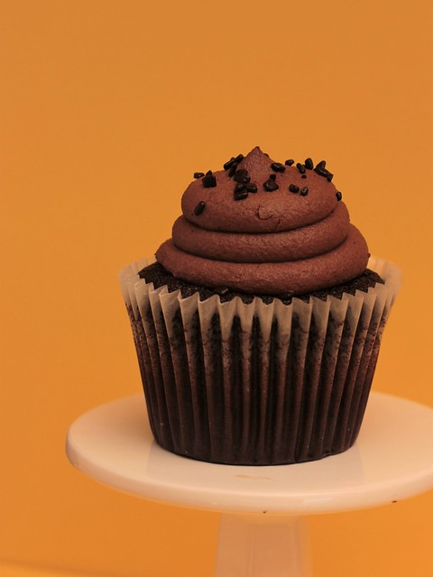 One Loney Cupcake., Canon EOS 60D, Tamron SP 60mm f/2 Macro Di II