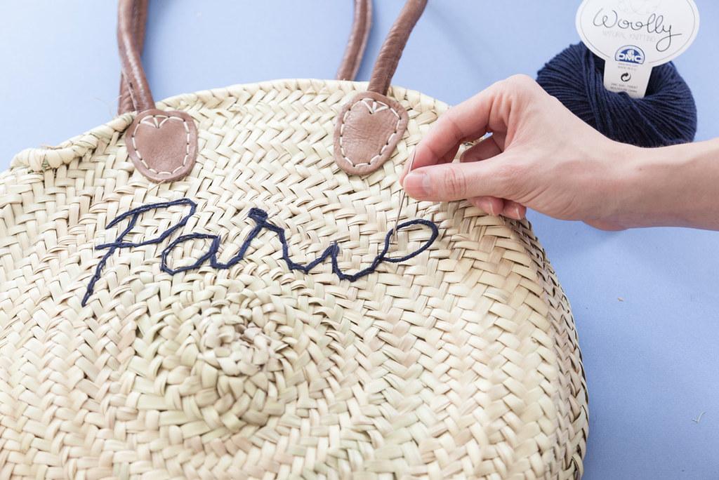 DIY Capazo redondo de rafia bordado · DIY Embroidered Round wicker basket bag · Fábrica de Imaginación · Tutorial in Spanish