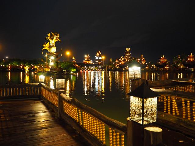 P6243754 Koh Lan Ta Restaurant & Karaoke at Suvarnabhumi thailand bangkok タイ バンコク