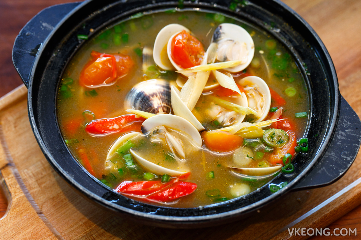 Clam in Coconut Broth