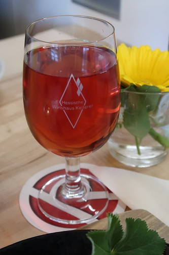 Altweibersommer Rosé = Fruchttischwein ausgebaut aus Äpfeln von Rhöner Streuobstwiesen und Johannisbeeren
