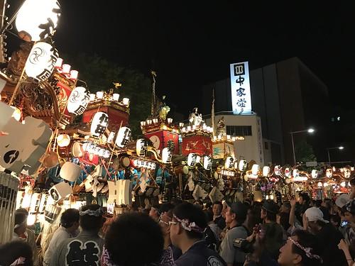 お祭り広場に向かう山車、屋台12台【うちわ祭2017】