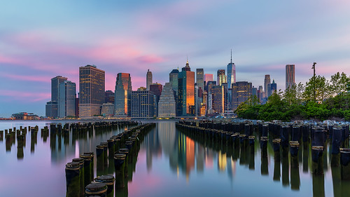 brooklynbridgepark dawn dawning manhattan newyork newyorkcity cityscape freedomtower eastriver reflection purplehour usa sunrise