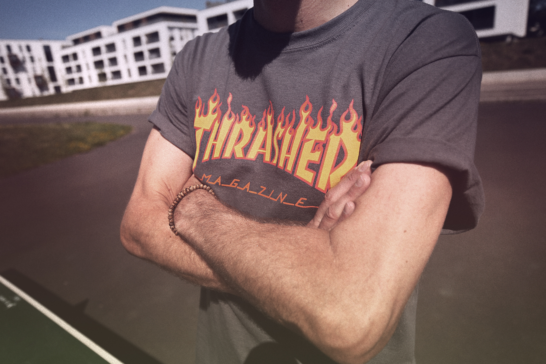 thrasher magazine t-shirt trend logoshirt logo-t-shirt trend levi's shirt vintage vibes cool critic skateboarder skateboard sports lifestsyle blogger max bechmann ollie jump board deck magenta board vans off the wall skating cats & dogs lifestyleblog 9