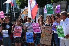 Feminist gathering in front of the Ministry of Economy and Finance