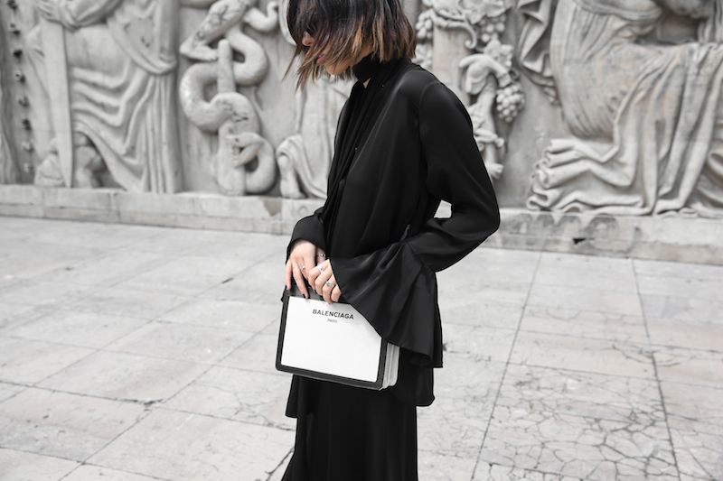 balenciaga canvas pouchette bag paris all black street style sneakers celine sunglasses palais de tokyo minimal fashion blogger kaity modern legacy (10 of 12)