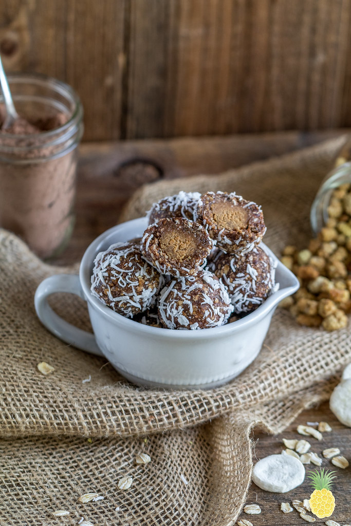 Chocolate Banana Peanut Butter Balls {healthy & refined sugar-free} sweetsimplevegan.com