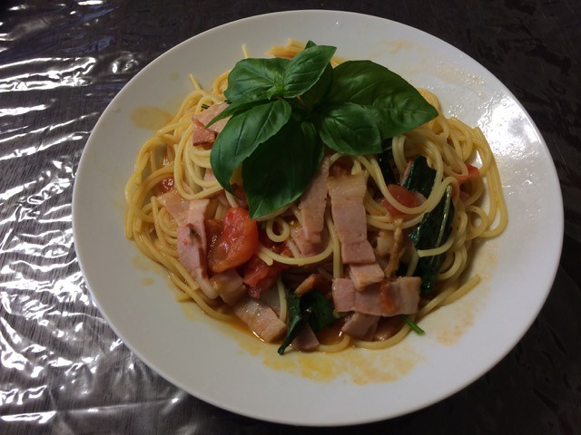 Pasta With tomato and basil