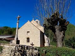 Avosnes / Chapelle et croix du cimeti�re de Barain