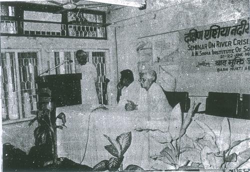 धन्यवाद प्रस्ताव रखते हुये श्री नागेन्द्र प्रसाद सिंह-साथ में श्री विजय कुमार और श्री दिनेश कुमार मिश्र