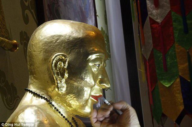 Pada 2016 mumi Master Cí Xián disepuh dengan emas.