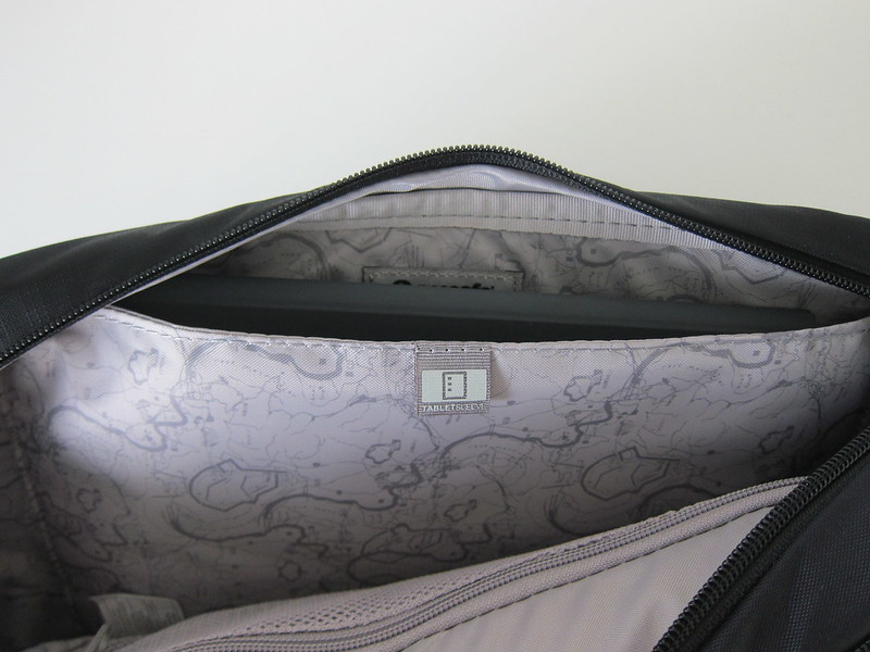 Pacsafe Venturesafe 325 GII - Main Compartment - Tablet Sleeve