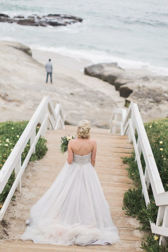 Wedding Photography Inspiration : breath taking first look at Wind and Sea in La Jolla, California...