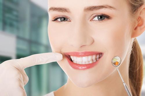 Làm răng sứ thẩm mỹ để có hàm răng đẹp