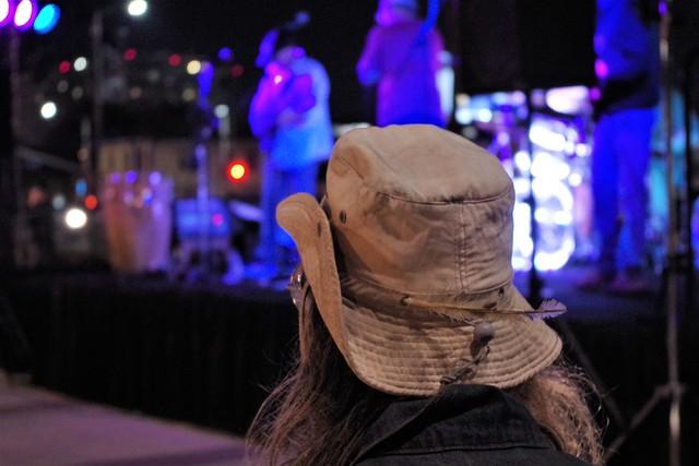 Man With Hat Watching, RICOH PENTAX K-S1, smc PENTAX-DA L 18-55mm F3.5-5.6