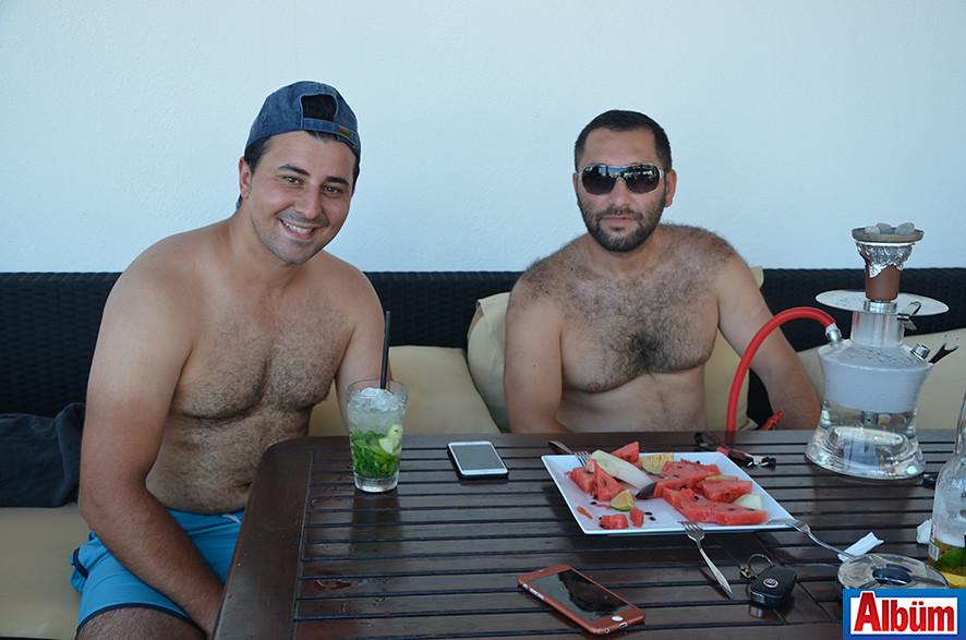 Ömür Matiloğlu ve Marco Paşa Nargile Kafe'nin sahibi Serkan Ermenç de Havana Beach'teydi