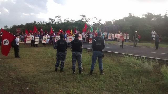Movimentos ocupam entrada do Centro de Lançamento de Alcântara no MA